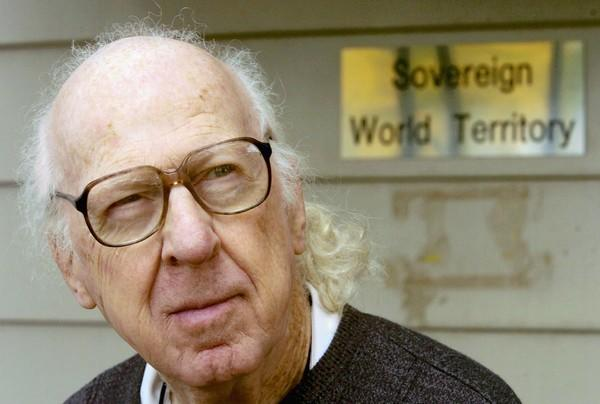Garry Davis, shown in 2005, drew followers as respected as Albert Einstein and Albert Schweitzer while roaming the world with global citizen papers of his own making.