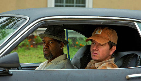 Denzel Washington and Mark Wahlberg in '2 Guns.'