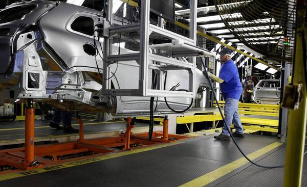 A Jeep Cherokee at an assembly plant in Toledo, Ohio. (Jeff Kowalsky / Bloomberg)