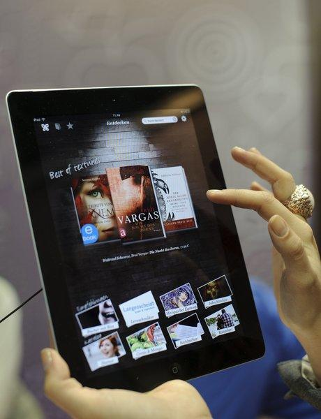 The Justice Department wants a judge to impose new limitations on Apple's ability to sell e-books.