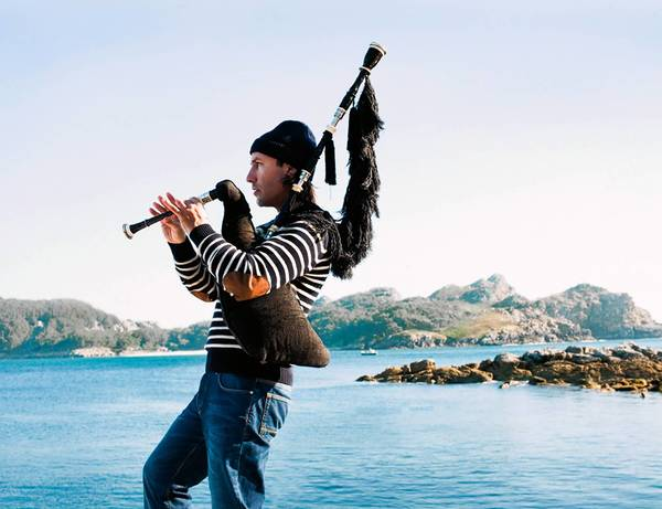Spanish bagpiper Carlos Nunez helps kick off Musikfest with a performance Aug. 2 at Plaza Tropical.
