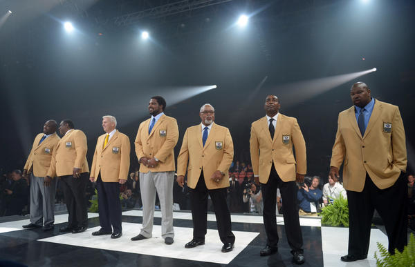 Enshrinees at the 2013 Pro Football Hall of Fame Enshrinees Gold Jacket Dinner at the Canton Memorial Civic Center. From left: Warren Sapp and Dave Robinson and Bill Parcells and Jonathan Ogden and Curley Culp and Cris Carter and Larry Allen.