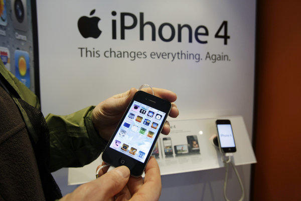 The White House over turned a decision that would have blocked Apple from importing several older gadgets, including the iPhone 4.