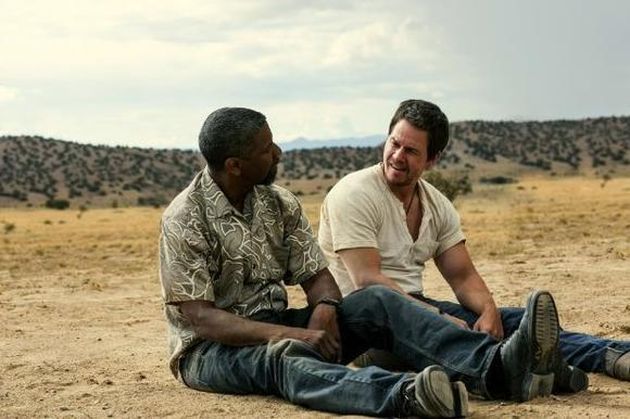 '2 Guns' was the No. 1 film at the box office this weekend, beating 'The Smurfs 2'