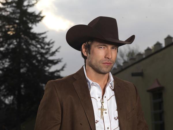 """Rafael Amaya starred in Telemundo's original production """"El Senor de los Cielos."""""""