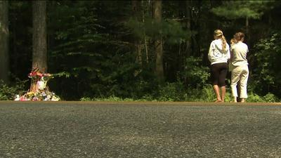 Compaeros de escuela en la escena del accidente fatal que en maana del martes cobrara la vida de Paige Houston 17 aos de Hebrn.