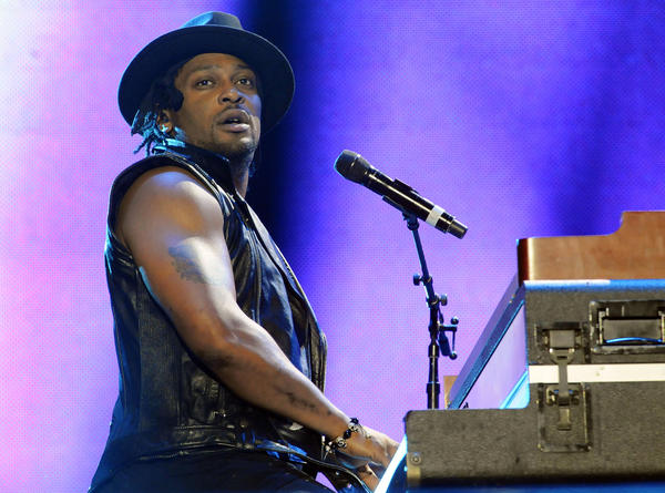 D'Angelo has been forced to cancel U.S. dates due to illness.