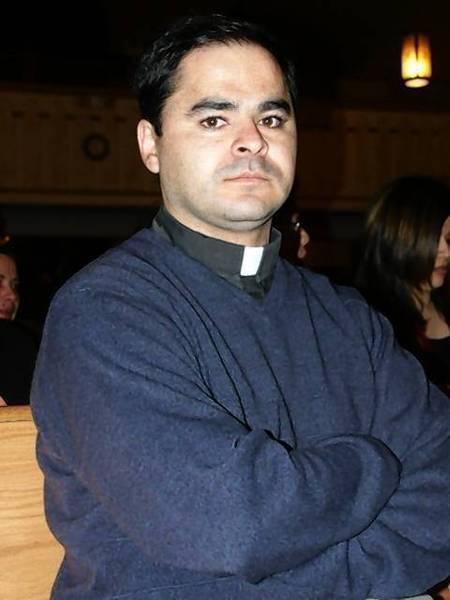 Alejandro Flores.