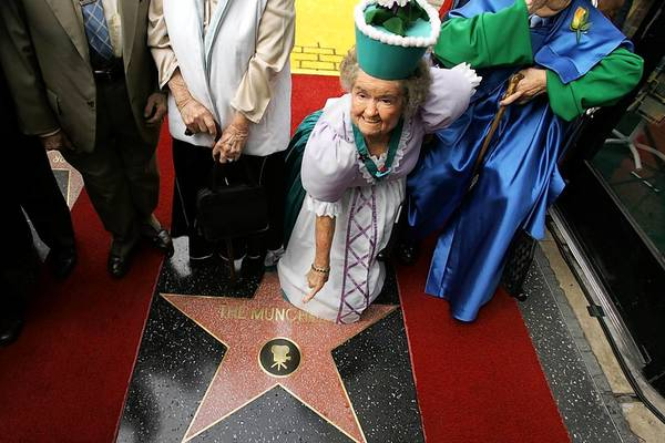 "Margaret Pellegrini points to the Munchkins' star on the Walk of Fame in 2007. Pellegrini, one of 124 actors who portrayed Munchkins in the 1939 movie ""Wizard of Oz"" has died at age 89."