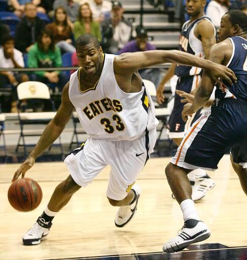 Darren Fells (33), seen here in his basketball playing days for UC Irvine, is now seeking an NFL career as a tight end.