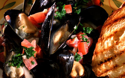 Springtime Mussels With Garlic, Parsley and Diced Tomatoes