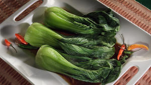 Steamed bok choy with Thai sauce