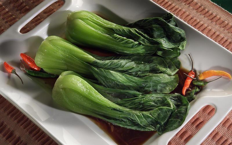 Steamed bok choy with Thai sauce