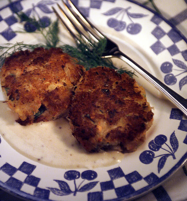Crab cakes with mustard sauce