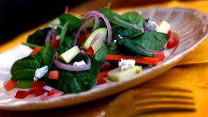 Apple and Spinach Salad (Ensalada de Manzana y Espinaca)