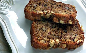 Banana-nut loaf with streusel topping