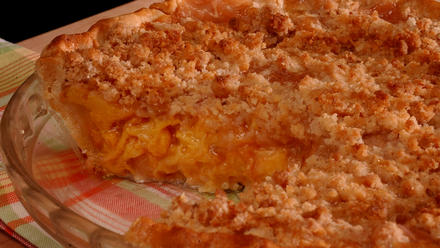 Summertime Peach Pie With Crumb Top