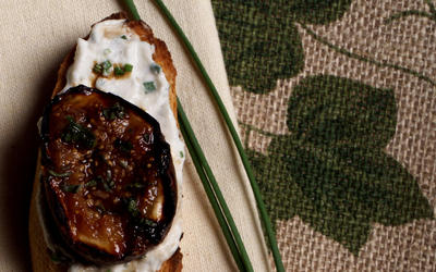 Grilled Fig and Herbed Cheese Crostini