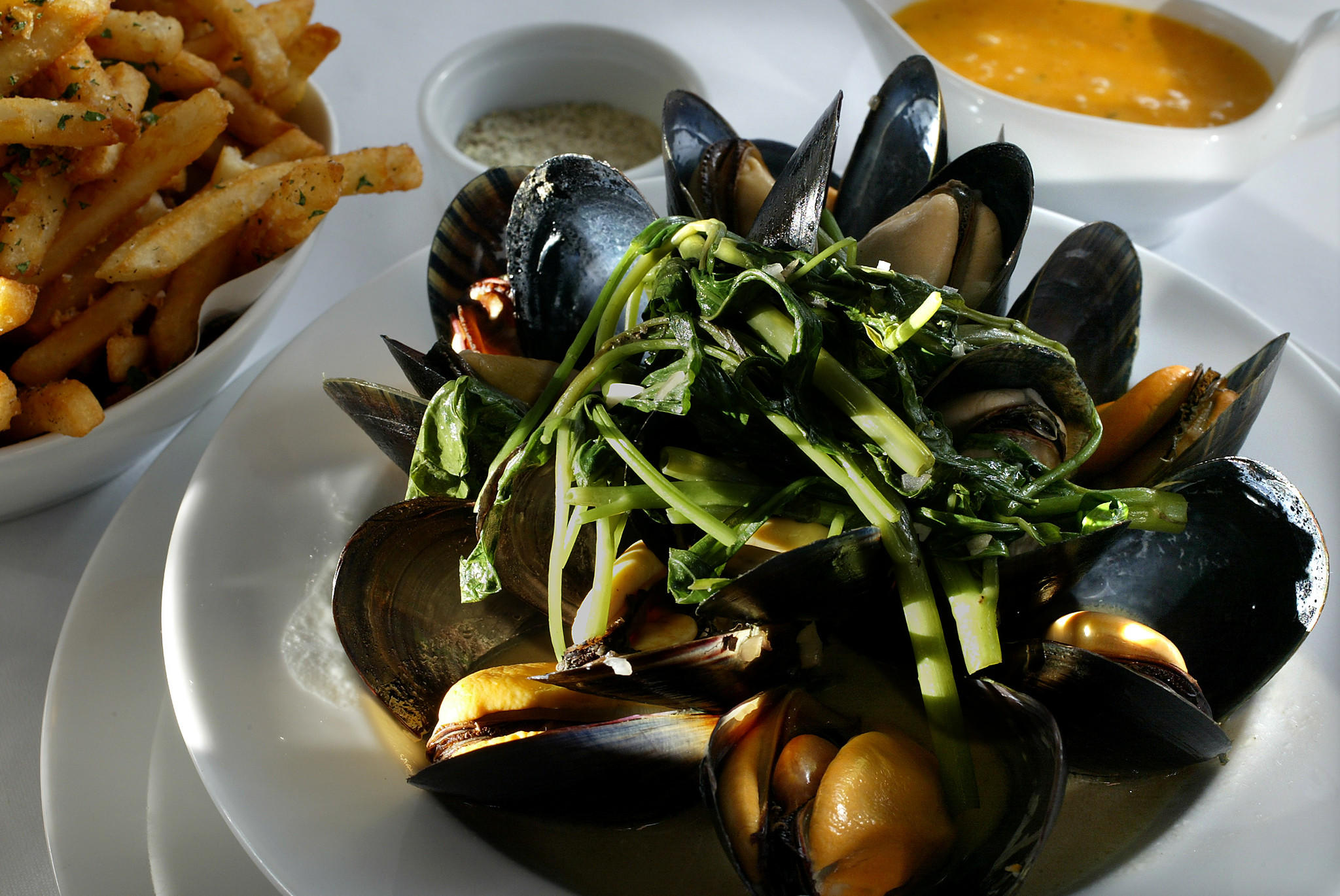Black mussels with fennel salt