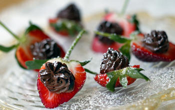 Chocolate mascarpone strawberries