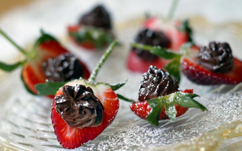 Chocolate mascarpone strawberries