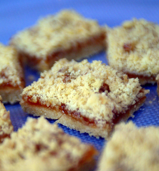 Passover apricot bars
