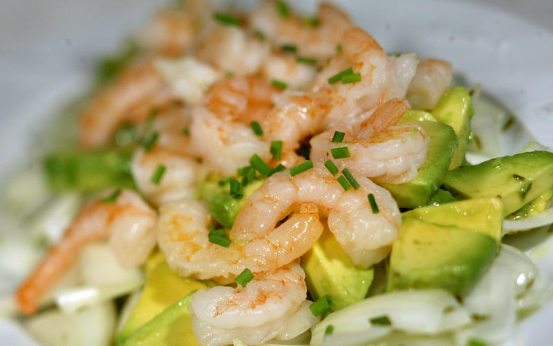 Sweet onion, avocado and shrimp salad