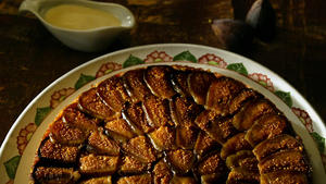 Caramelized fig cake with lemon anglaise