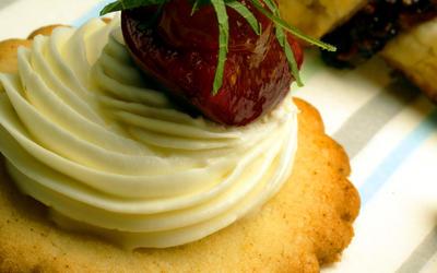 Fig-topped fleur de sel cookies