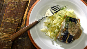 Sardines on fennel salad with walnut pesto
