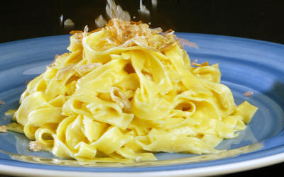 Fettuccine with white truffle sauce