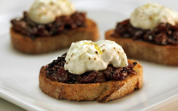 Bruschetta with burrata and radicchio marmalade