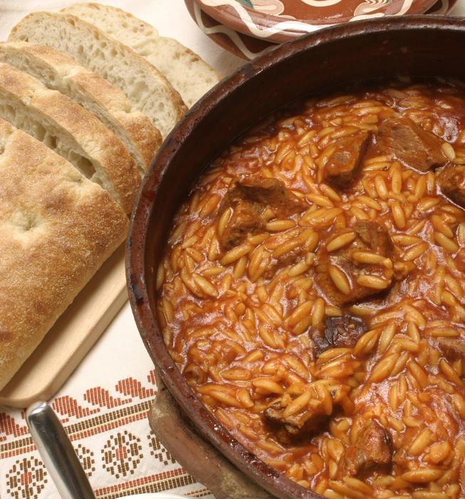 Moshari yiouvetsi (veal and pasta casserole)
