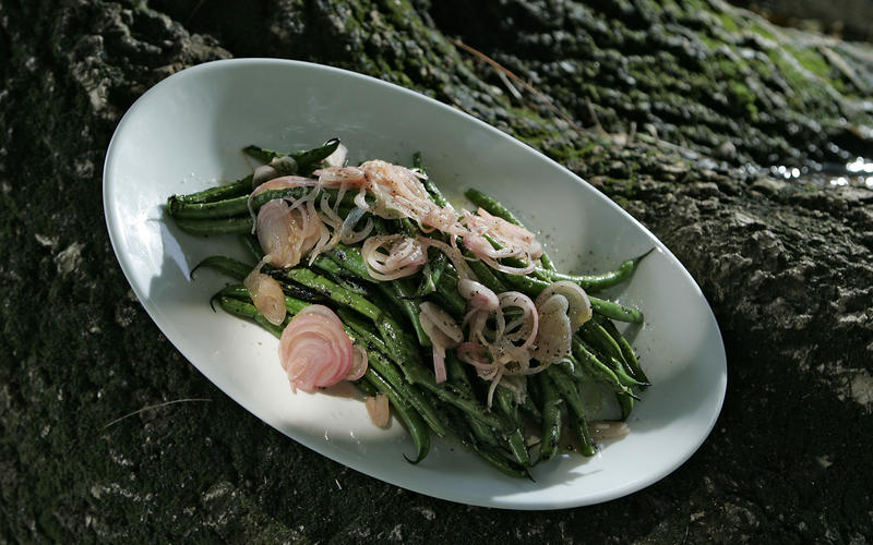 Green beans with pickled shallots