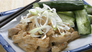 Steamed chicken salad with sesame sauce