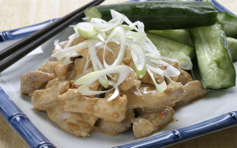 Recipe: Steamed chicken salad with sesame sauce - California Cookbook