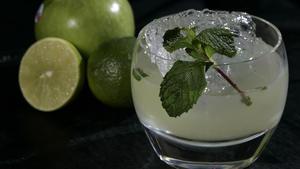 Apple-litchi cocktail