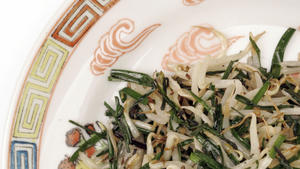 Chives stir-fried with bean sprouts (Ching chau sub choi)