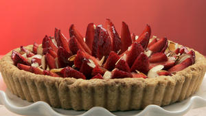 Strawberry tart with raspberry-orange glaze