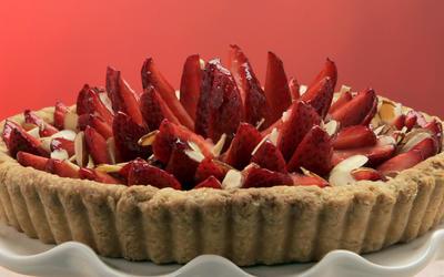 Strawberry tart with raspberry-orange glaze