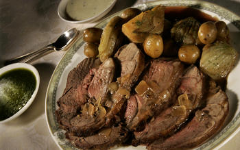 Pot-roasted lamb with fennel and potatoes