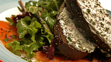 Smoked salmon and mesclun salad with herbed toast