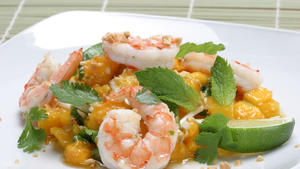 Mango and shrimp salad