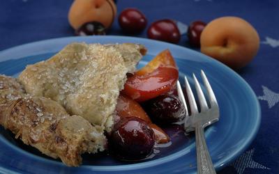 Apricot-cherry pie