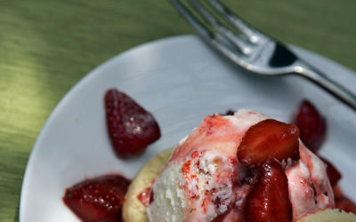 Shortcakes with strawberry ice cream