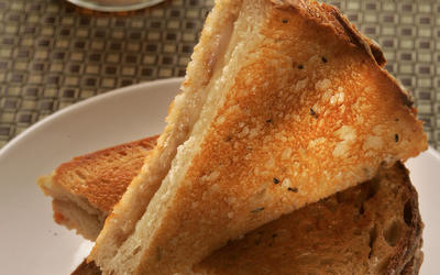 Grilled cheddar cheese with apple butter