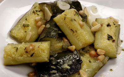 Braised zucchini with mint and lemon