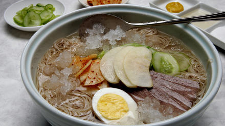Cold noodles in beef broth (Mul naeng myun)