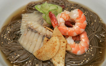 Seafood naeng myun
