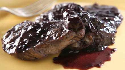 Pork tenderloin with Concord grape sauce